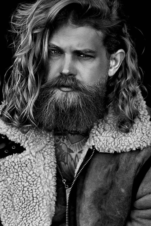 Glossy Surfer Hair And Full Beard #longhairstylesformen #longhairmen #menslonghairstyles