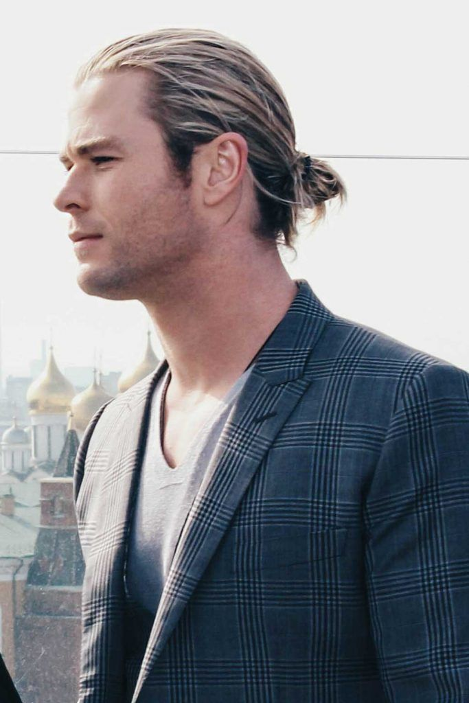 Chris Hemstworth Man Bun #thorragnarokhaircut #chrishemsworth #thor #thorhair